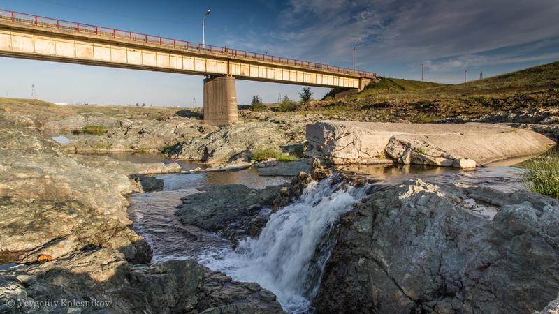 Водопад. Мост.